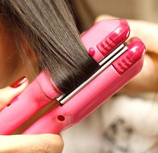 Žehlenie či kulmovanie vlasov? Tieto prípravky ochránia vaše vlasy pred teplom